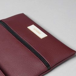 Vegan leather pouch in burgundy (detail)