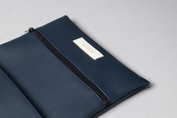 Vegan leather pouch in dark blue (detail)