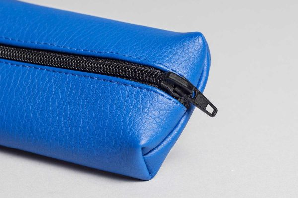 Vegan leather pencil case in blue (detail)