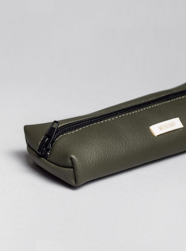 Pencil case (olive green) in vegan leather, made in Portugal by wetheknot.