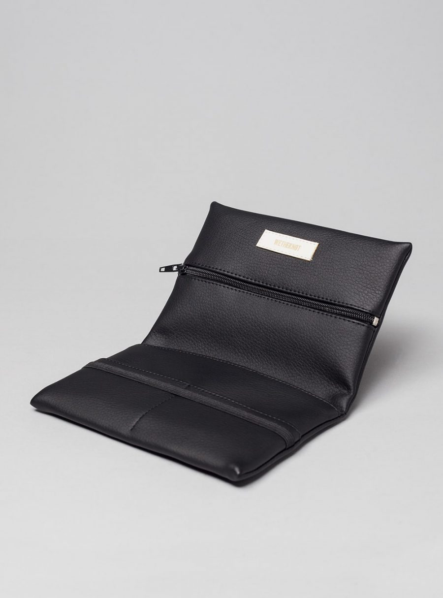 Pouch (black) in vegan leather, made in Portugal by wetheknot.