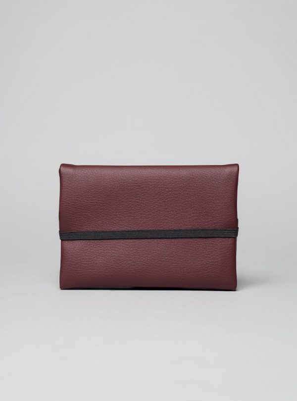 Pouch (burgundy) in vegan leather, made in Portugal by wetheknot.