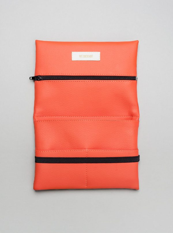 Pouch (coral) in vegan leather, made in Portugal by wetheknot.