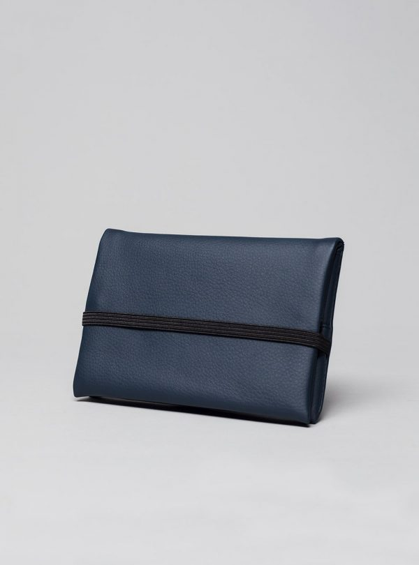 Pouch (dark blue) in vegan leather, made in Portugal by wetheknot.