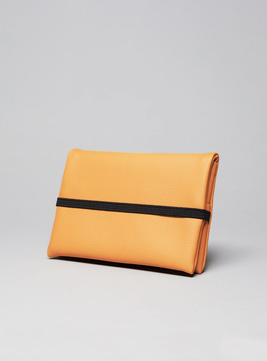 Pouch non leather wallet (honey) in vegan leather, made in Portugal by wetheknot.