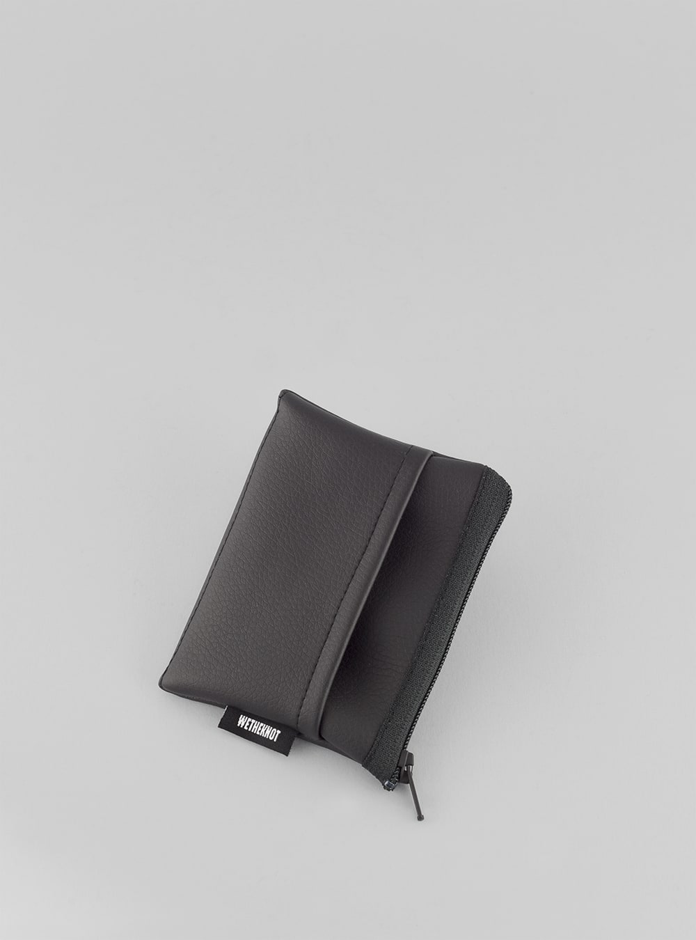 Card holder (black) in vegan leaather, made in Portugal by wetheknot.