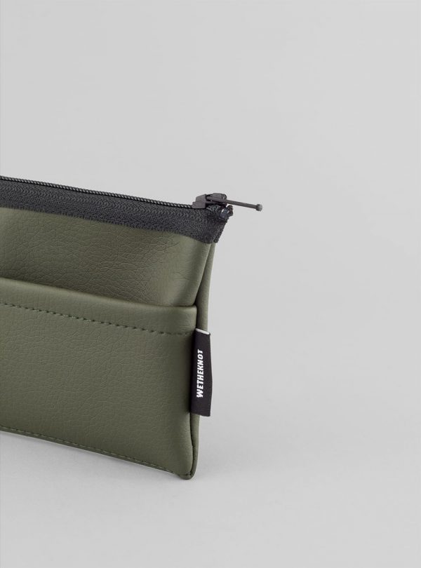 Card holder (olive green) in vegan leather, made in Portugal by wetheknot.