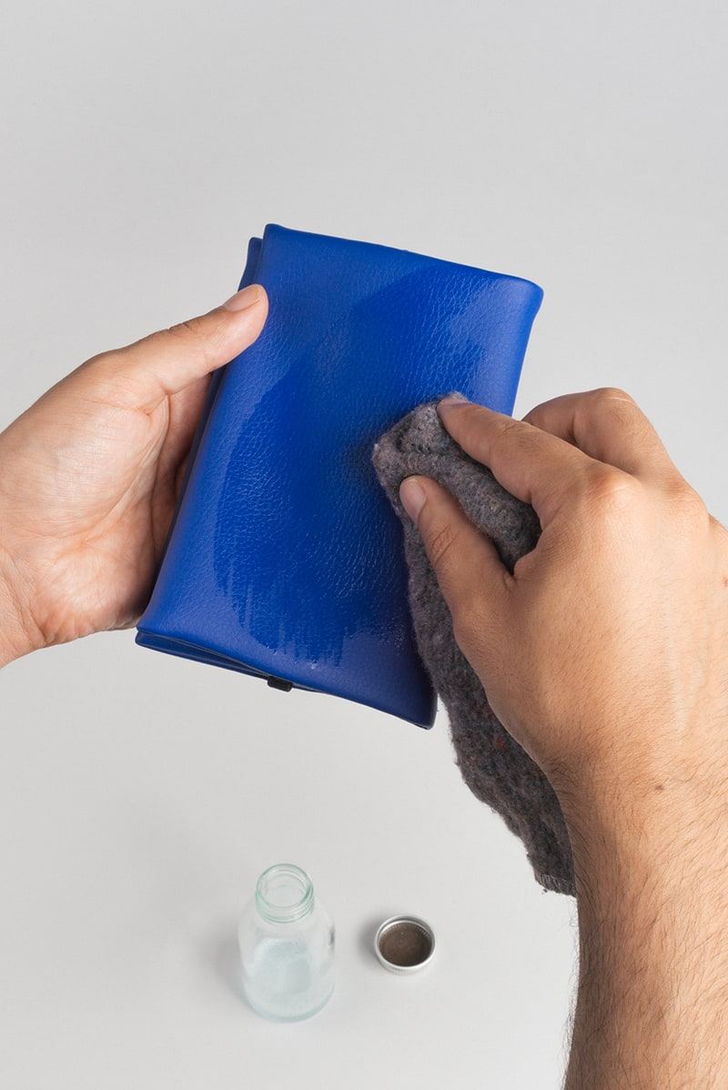 Pouch (blue) in vegan leather, made in Portugal by wetheknot — how to clean