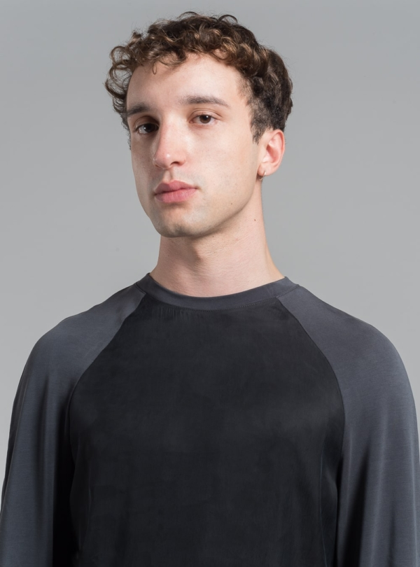 Cupro sweatshirt (black) in vegan silk, made in Portugal by wetheknot.
